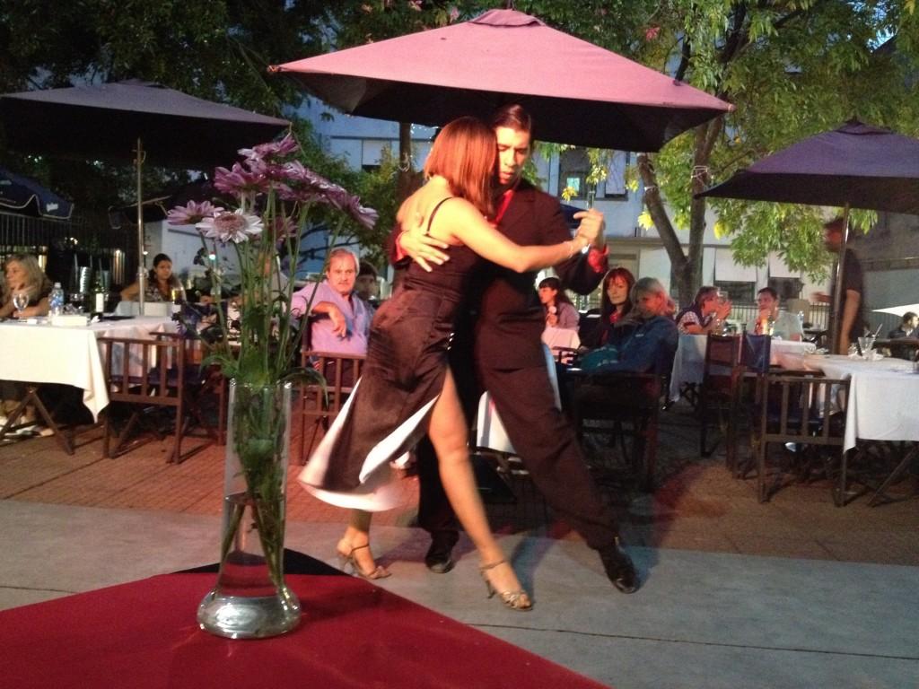 Danseurs de tango sur la Plaza Dorrego