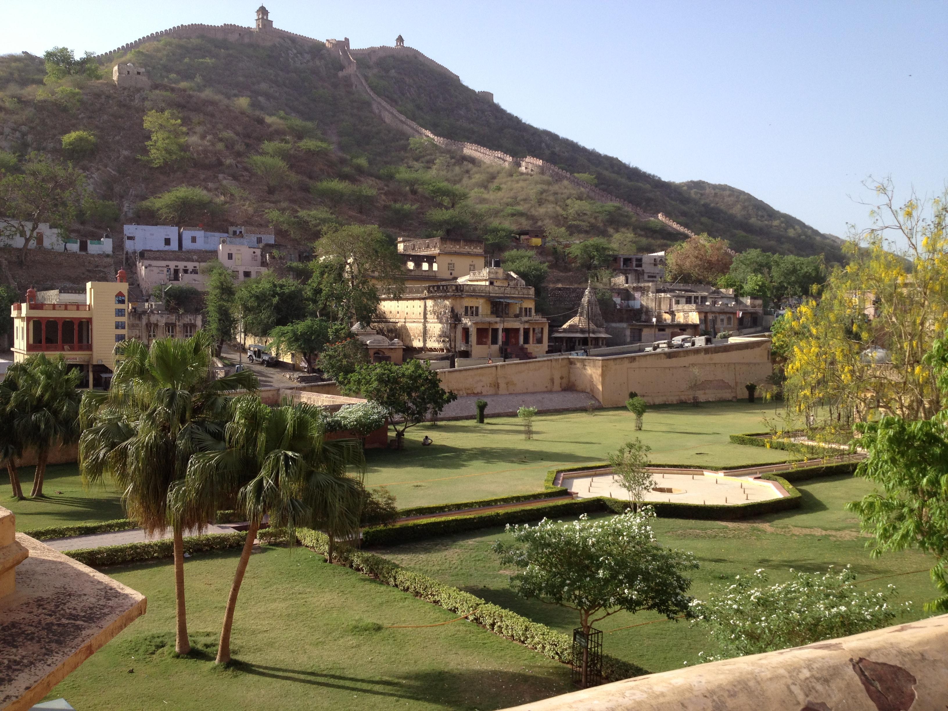 Jardins du Fort d'Ambre, vus depuis le dos d'éléphant