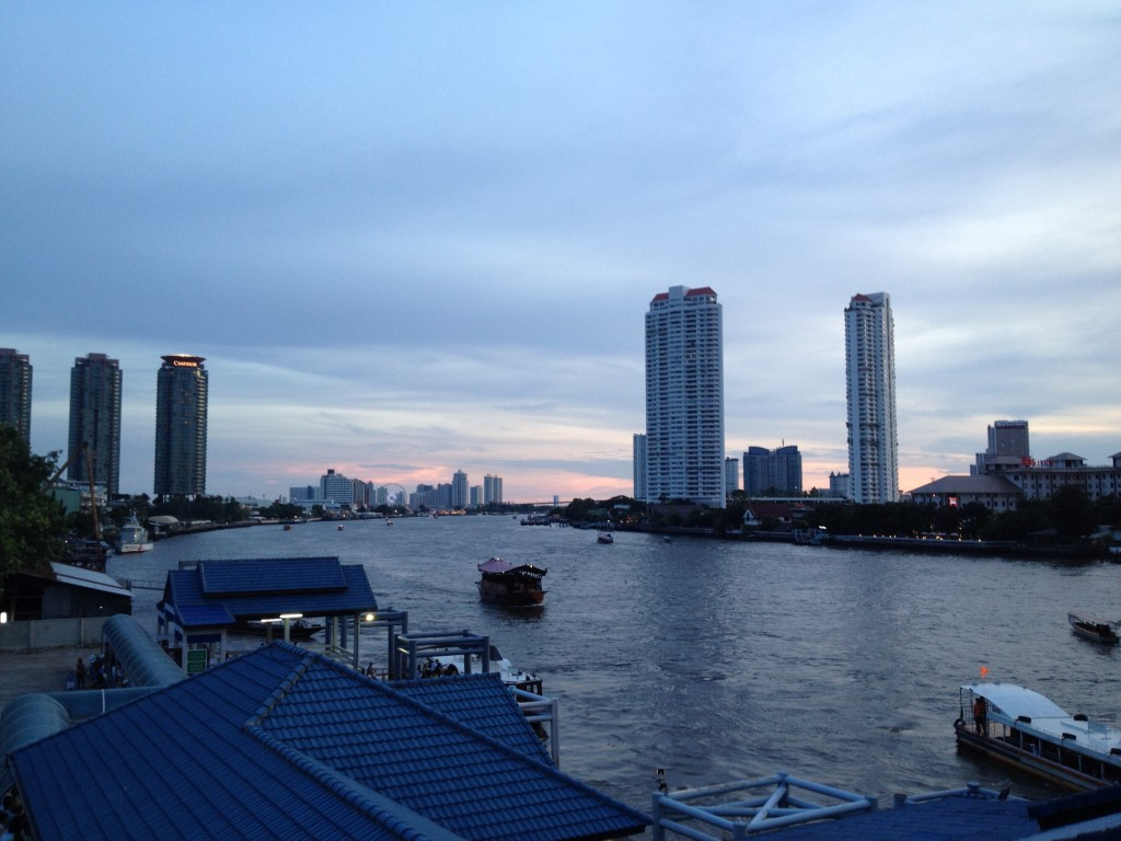 Bangkok, à la tombée de la nuit